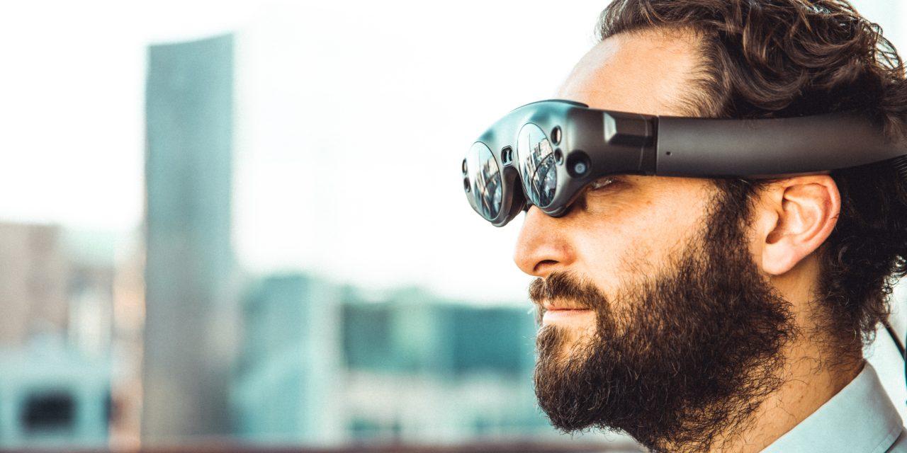 Mit Virtual Reality Brille den Schreibtisch digital aufräumen!